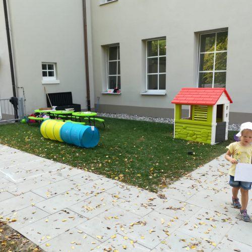 Drinnen und draußen spielen