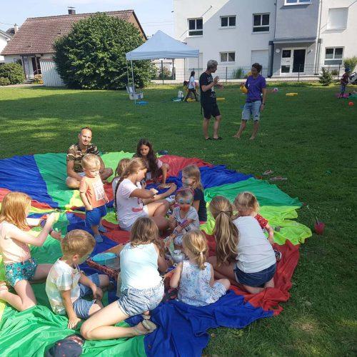 Spiele und Spaß im Sommer
